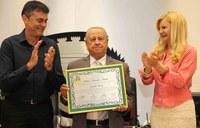 Professor recebe Prêmio Município Modelo da Câmara de CM